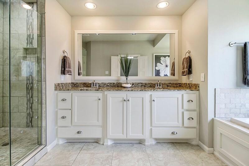 עושים סדר: איך בוחרים ארונות אמבטיה לבית