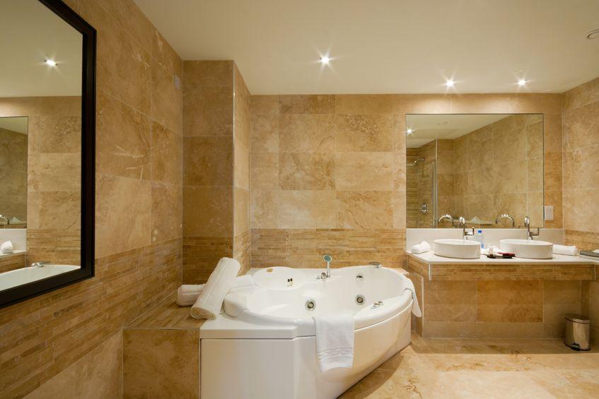 עיצוב האמבטיה עם שיש